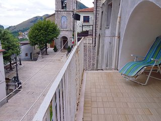 Bright 4 bedroom Apartment in Letino with Balcony - Letino vacation rentals