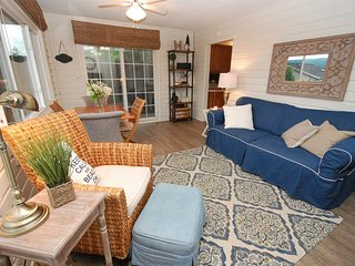 Cutest cottage on Honeoye Lake in the Finger Lakes! - Honeoye Lake vacation rentals