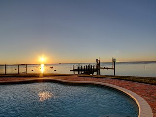 5 bedroom House with Internet Access in Crystal Beach - Crystal Beach vacation rentals