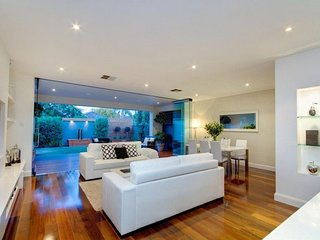 'Stylish Urban Sanctuary' - Adelaide CIty - Goodwood vacation rentals