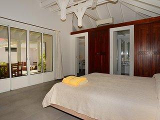 Beautiful 2 Bedroom Villa in Lorient - Lorient vacation rentals