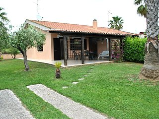 Sunny 2 bedroom House in Salto di Fondi - Salto di Fondi vacation rentals