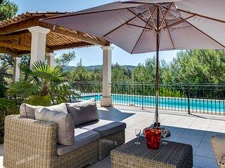 Stunning villa on the Pont Royal golf course - Mallemort vacation rentals