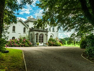 Luxury Manor 7 Beds 8 Baths in 68 Acre private Estate/Golf/Walking/Day-trips/Sea - Killarney vacation rentals
