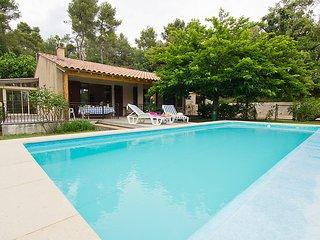 3 bedroom Villa in Grambois, Provence, France : ref 2012462 - Grambois vacation rentals