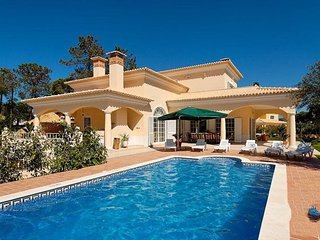 4 bedroom Villa in Vilamoura, Algarve, Portugal : ref 2022386 - Quarteira vacation rentals