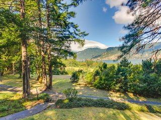 Dog-friendly home w/ gorgeous river views, a deck, patios, and a treehouse! - Hood River vacation rentals