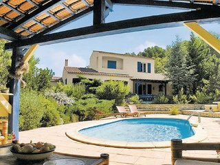 3 bedroom Villa in Merindol, Vaucluse, France : ref 2184299 - Merindol vacation rentals