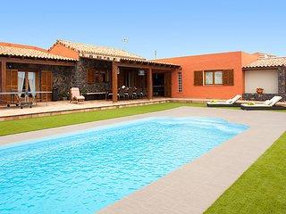 4 bedroom Villa in La Asomada, Fuerteventura, Canary Islands : ref 2217776 - La Asomada vacation rentals