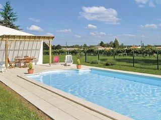 5 bedroom Villa in St Andre de Lidon, Charente Maritime, France : ref 2220109 - Saint-André-de-Lidon vacation rentals