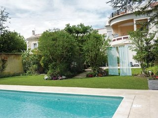 3 bedroom Villa in Avignon, Vaucluse, France : ref 2220153 - Avignon vacation rentals