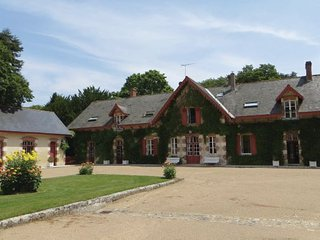 4 bedroom Villa in Mer, Loir-et-cher, France : ref 2220867 - Avaray vacation rentals