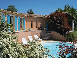 3 bedroom Villa in Roussillon, Vaucluse, France : ref 2220954 - Roussillon vacation rentals
