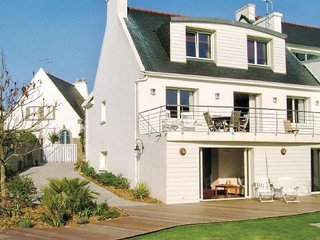 4 bedroom Villa in Benodet, Finistere, France : ref 2221342 - Sainte-Marine vacation rentals