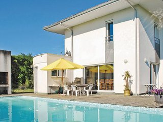 4 bedroom Villa in Montussan, Gironde, France : ref 2221592 - Montussan vacation rentals