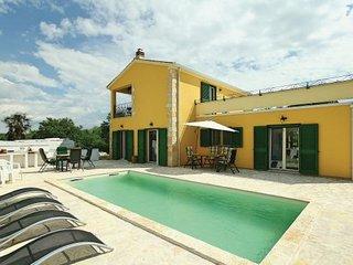 5 bedroom Villa in Porec-Tar, Porec, Croatia : ref 2238434 - Tar vacation rentals
