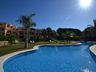 2 bedroom Apartment in Las Mimosas, Puerto Banus, Spain : ref 2245722 - Puerto José Banús vacation rentals