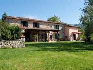 5 bedroom Villa in Santa Fiora, Tuscany, Italy : ref 2269981 - Santa Fiora vacation rentals