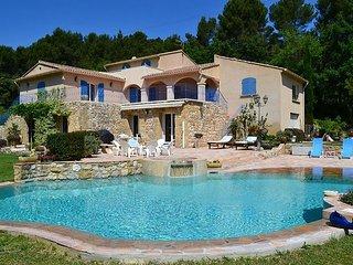 5 bedroom Villa in Pertuis, Vaucluse, France : ref 2279161 - Le Paradou vacation rentals