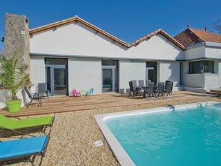 4 bedroom Villa in Charleval, Bouches Du Rhone, France : ref 2279217 - Charleval vacation rentals