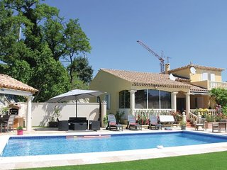 5 bedroom Villa in Les Angles, Gard, France : ref 2279637 - Les Angles vacation rentals
