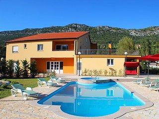 6 bedroom Villa in Vrgorac, Central Dalmatia, Croatia : ref 2284644 - Gradac vacation rentals