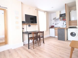 Best Value. East End Studio 1M with WC & kitchen - London vacation rentals