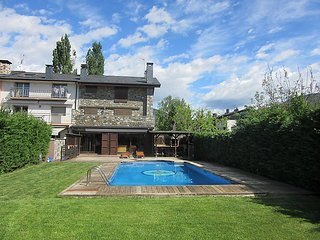 6 bedroom Villa in La Seu d Urgell, Inland Catalonia, Spain : ref 2286674 - La Seu d'Urgell vacation rentals