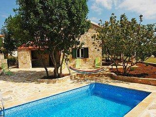 4 bedroom Villa in Brac Gornji Humac, Central Dalmatia Islands, Croatia : ref 2300762 - Gornji Humac vacation rentals