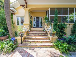 Charming Cottage with Internet Access and A/C - Charleston vacation rentals