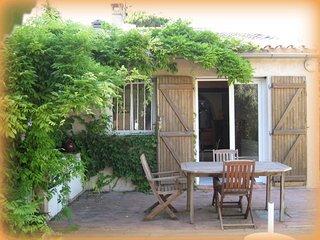 """""""Sous La Glycine"""" maison 6 pers jardin. 400m plage - Cassis vacation rentals"""