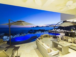 Casa Luna - Footsteps in the sand oceanfront private villa with arch view - Cabo San Lucas vacation rentals