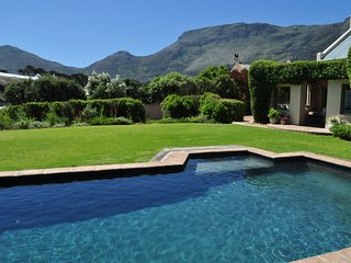 BEAUTIFUL NOORDHOEK BEACH VILLA -  SLEEPS 10 - Noordhoek vacation rentals