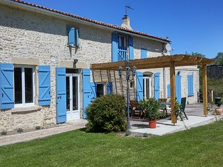 Holiday Farmhouse, Charente Maritime. S.W. France - Nere vacation rentals