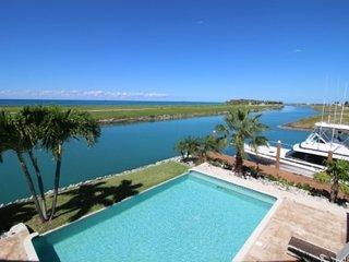 Beautiful 4 Bedroom Villa in Grand Bahama - West End vacation rentals