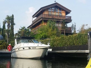 Luxury American 10m Sports Cruiser at Riverscapes - East Molesey vacation rentals