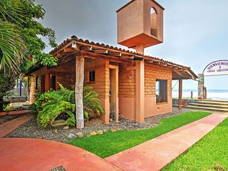 Cozy House with Internet Access and Outdoor Dining Area - Ixtapa vacation rentals