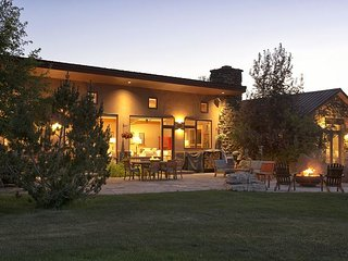 Stunning Alta Retreat. Sleeps 16! Just Minutes from Grand Targhee. - Alta vacation rentals