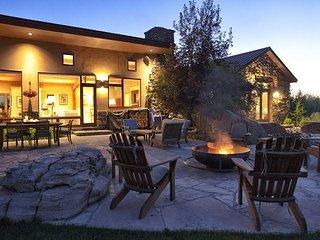 Stunning Alta Retreat. Sleeps 16! Just Minutes from Grand Targhee. - Alta vacation rentals