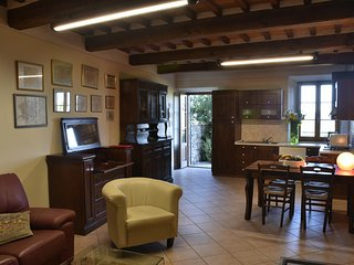 Lovely Condo with Television and Balcony - Lucignano vacation rentals