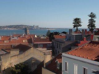 Charming art deco apartment in Alges, Lisbon - Alges vacation rentals