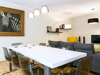 Domino Luxury 2BR Flat with Parking - Geneva vacation rentals