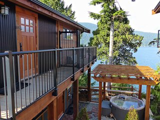 #100 On The Rocks / 1BR Suite / Oceanfront /No Pet - Port Renfrew vacation rentals