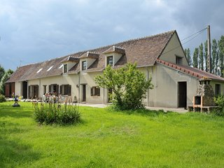 Burgundy farmhouse with private lake & 7 bedrooms - Cudot vacation rentals