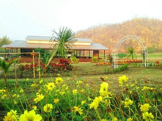 Comfortable Bungalow with A/C and Housekeeping Included - Si Sawat vacation rentals