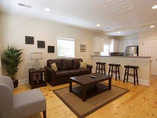 2 bedroom Condo with A/C in Charleston - Charleston vacation rentals