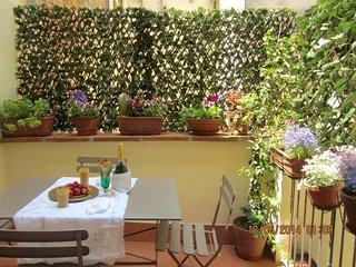 Your romantic  terrace closed to the Dome! - Florence vacation rentals