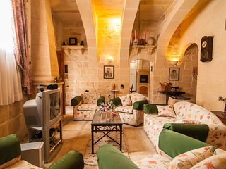 Ta Gerita Farmhouse Xewkija Gozo (Sleeps 8) - Xewkija vacation rentals