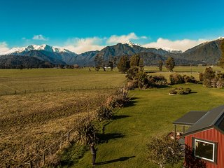 Beautiful Cottage with Internet Access and Parking - Hokitika vacation rentals