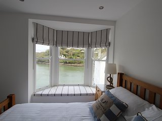 Stunning 4Bed Home with Terrace & Fowey River View - Fowey vacation rentals